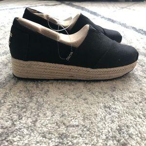 NWT BOBS size 7 black wedge slide on shoe